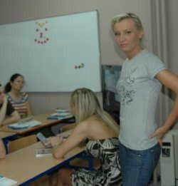 Magdalena Domasik właścicielka szkoły nauki jazdy potwierdza: - W sezonie letnim mamy co najmniej dwa razy więcej  kursantów niż w pozostałym czasie w ciągu roku