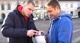 WOŚP 2020 Kraków. Yuotuber wsadził do puszki wolontariusza 10 tys. zł! Film robi furorę [WIDEO]