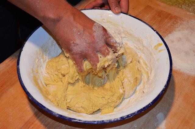 Idealnie wyrośnięte ciasto drożdżowe jest lekkie i pulchne.