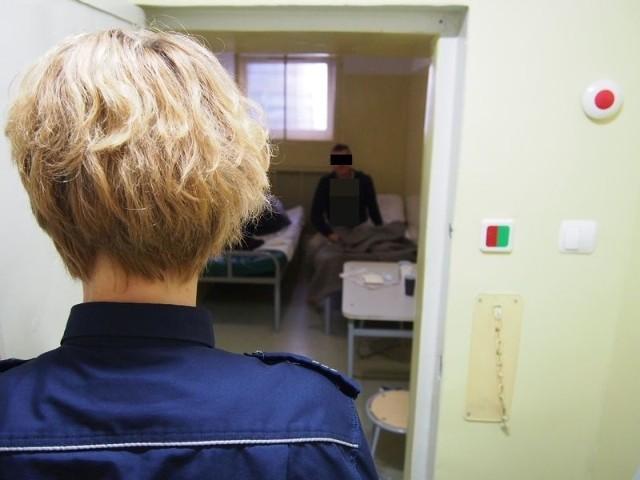 32-latek trafił do policyjnej izby zatrzymań, a stamtąd wprost do aresztu.