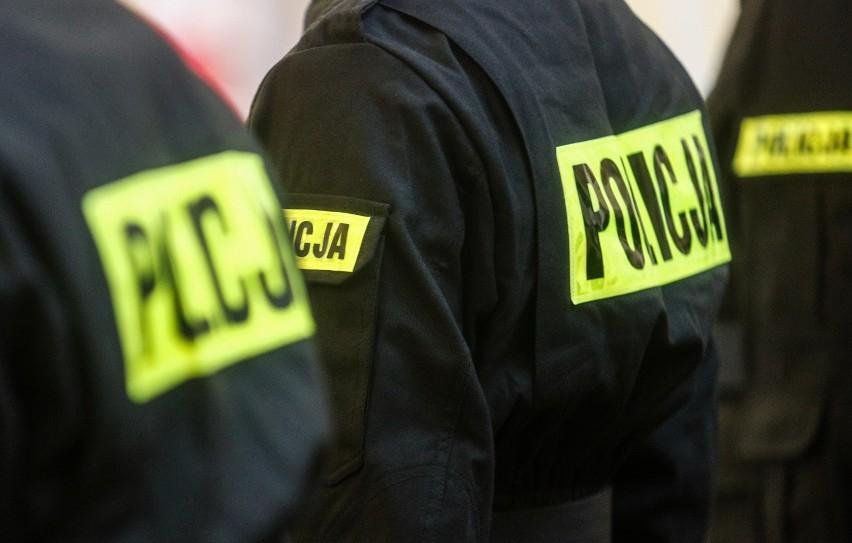 Wobec dwóch emerytowanych policjantów zastosowano tymczasowy...