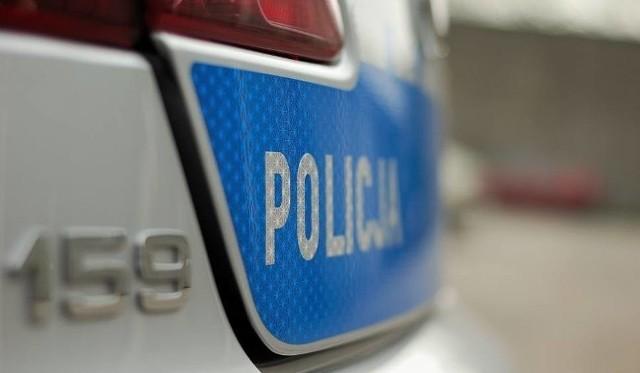 W trakcie wyjaśniania szczegółowych okoliczności zdarzenia policjanci ustalili, że to obecni na miejscu 23-latka oraz jej 30-letni kolega są odpowiedzialni za pobicie mężczyzny