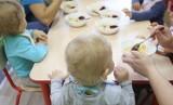 Dzieci zatruły się w szkole i żłobkach. Jedzenie pochodziło z Caritasu w Zabrzu. Było przeterminowane? Placówka zaprzecza