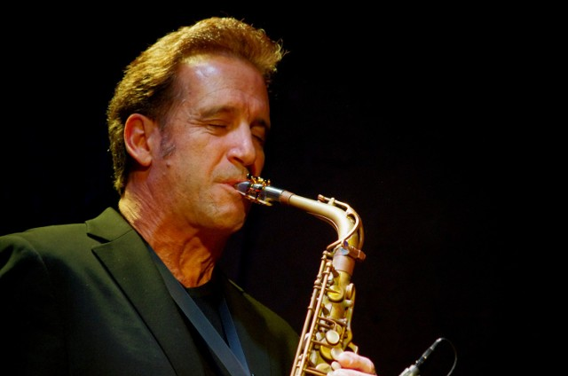 Eric Marientahal podczas wykonywania jednej ze swych partii solowych