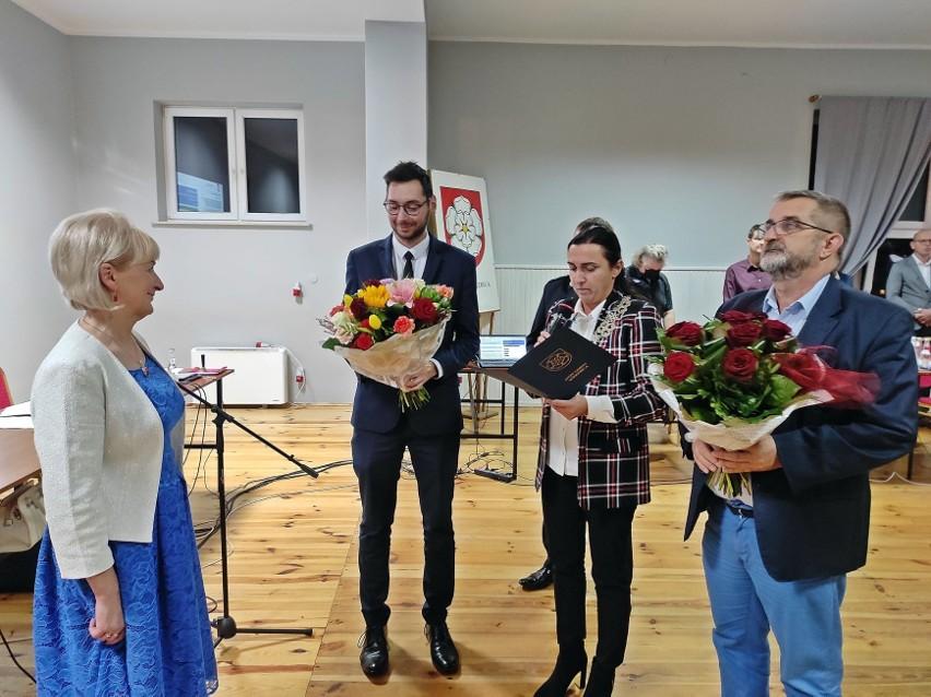 Dotychczasowa skarbnik Irena Stańkowska została pożegnana przez wójta, radnych oraz przedstawicieli innych grup społecznych.