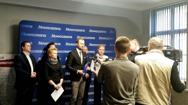 W poniedziałek Nowoczesna zainaugurowała oficjalnie akcję zbierania podpisów pod wnioskiem o referendum
