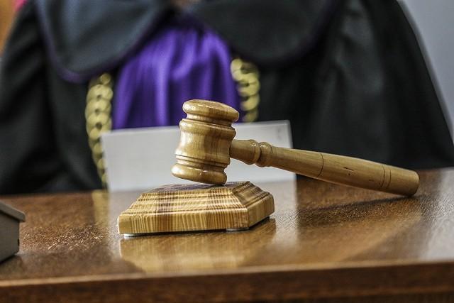 Sąd pierwszej instancji uznał roszczenia sklepikarki. Sąd odwoławczy zmienił ten wyrok.