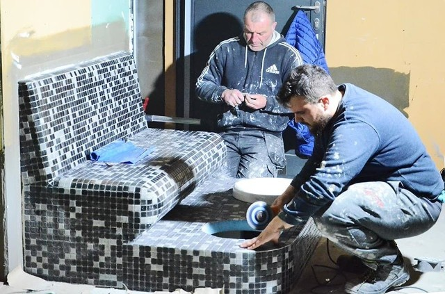 Mimo trudnej sytuacji epidemicznej, nie zwalniają tempa prace na budowie miejskiej pływalni w Siemiatyczach.