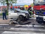 Wypadek na DK7 w Michałowicach. Zderzenie samochodu osobowego z ciężarowym. Akcja ratunkowa z udziałem helikoptera