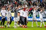 Kibice na meczu Legia Warszawa - Slavia Praga. Żyleta pełna dzieci i rebus dla UEFA [ZDJĘCIA]