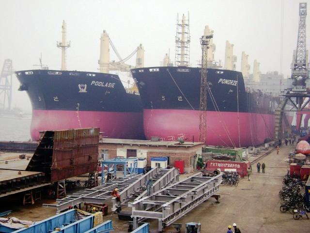 MS Podlasie jeszcze w chińskiej stoczni, obok swojego bliźniaka MS Pomorze.Zobacz więcej: Statek Podlasie już pływa (zdjęcia)