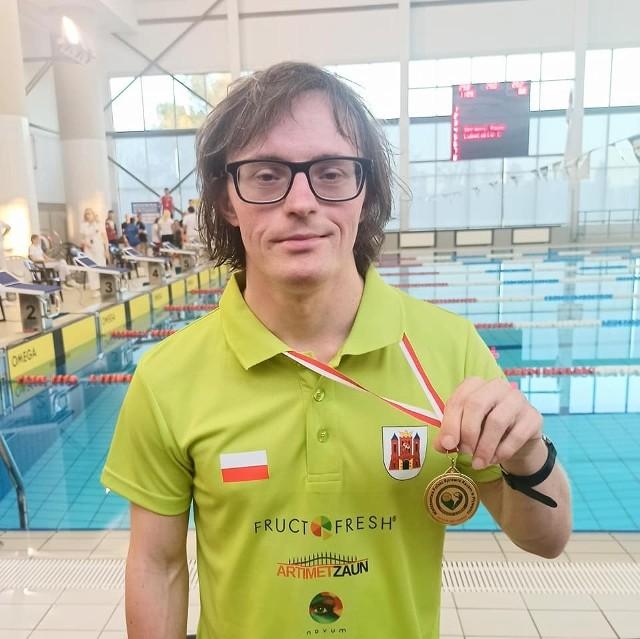 """Paweł Krupiński z Gubina zdobył trzy medale na mistrzostwach Polski """"Sprawni Razem""""."""
