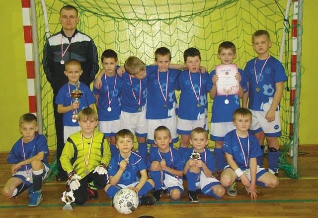Drużyna żaków Pogoni Łapy zajęła drugie miejsce w Urodzinowym Turnieju Piłki Nożnej o Puchar Prezesa USS Gryfik.