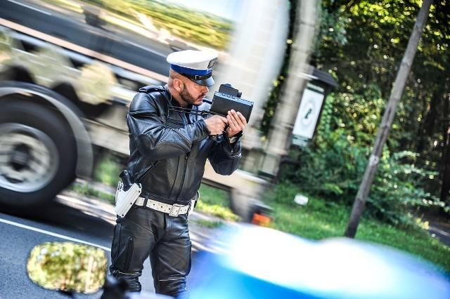32-letni kierowca audi oraz 53-letni kierowca volkswagena ukarani zostali także mandatami w wysokości 400 złotych oraz 10 punktami karnymi.