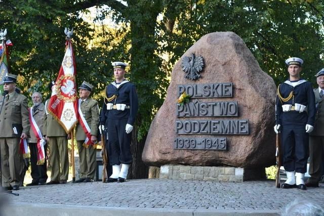 Wtorkowe obchody uroczystości  z okazji 77. rocznicy utworzenia Polskiego Państwa Podziemnego i Szarych Szeregów odbędą się  jednak w asyście wojska.