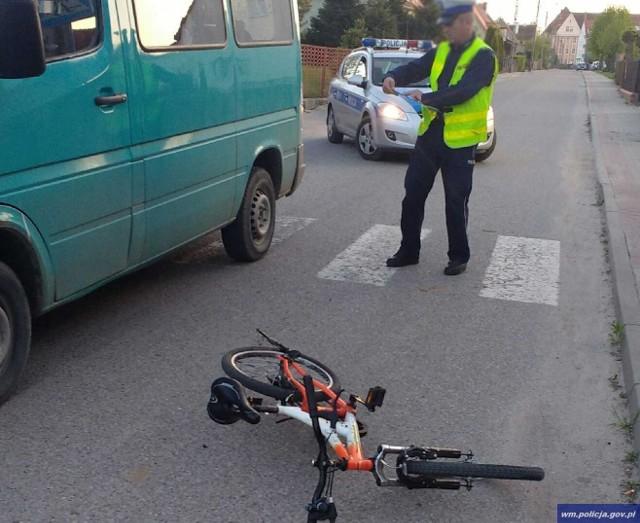 Policjanci ustalili, że chłopiec wyjeżdżając swym jednośladem z drogi podporządkowanej wjechał wprost pod koła jadącego busa