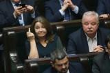 Środkowy palec posłanki Lichockiej dał wiatr w żagle opozycji. Pod Centrum Onkologii będzie konferencja