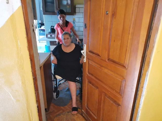 Pani Aneta mieszka w 150-letniej kamienicy przy ul. Kowalskiej w Lublinie. Na niespełna 25 metrach kwadratowych żyje z czworgiem dzieci. Najstarsze ma 18, a najmłodsze 6 lat.