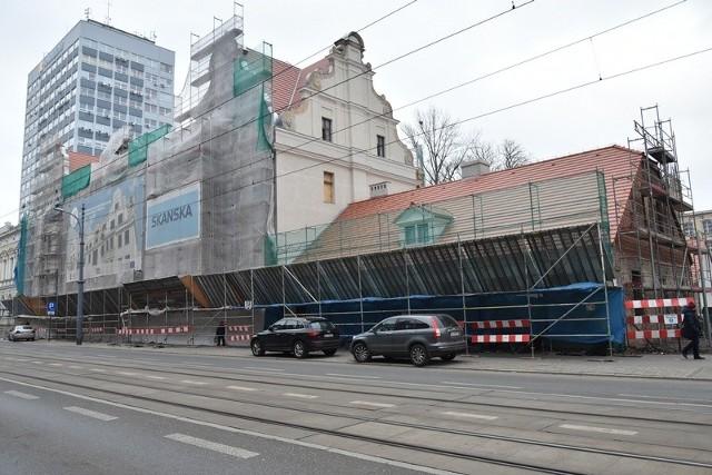 Prace konstrukcyjne już wykonano. Teraz trwa wykańczanie wnętrz i najtrudniejsze prace renowacyjne.