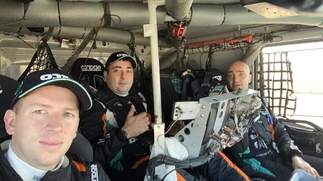 Darek Rodewald po raz pierwszy jedzie z holenderskim kierowcą Janusem von Kasterenem oraz nawigatorem Marcelem Snijdersem. Startują ciężarówką Iveco Powerstar Evo.