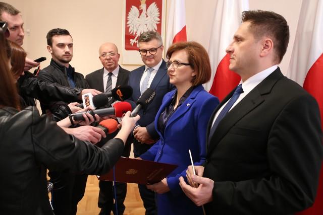 Od lewej: członek zarządu Polskiej Spółki Gazownictwa Tomasz Blacharski, wojewoda Agata Wojtyszek oraz Radosław Słoniewski