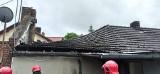 Zawalony dach w domu jednorodzinnym w powiecie wolsztyńskim skutkiem nawałnicy, która przeszła przez Wielkopolskę. Dwie osoby były w środku