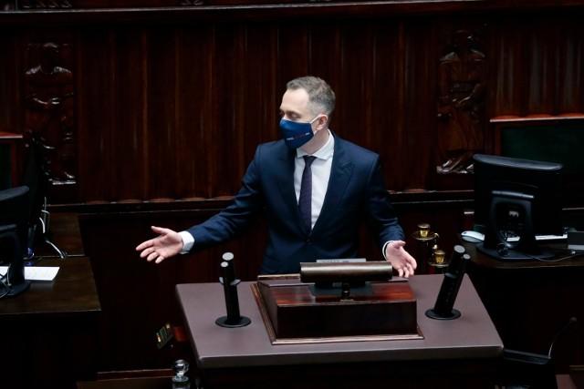 - Jak wygląda dzisiaj stan państwa? Stan państwa wygląda dzisiaj tak jak ten fotel - mówił Tomczyk i wskazał na miejsce Jarosława Kaczyńskiego.
