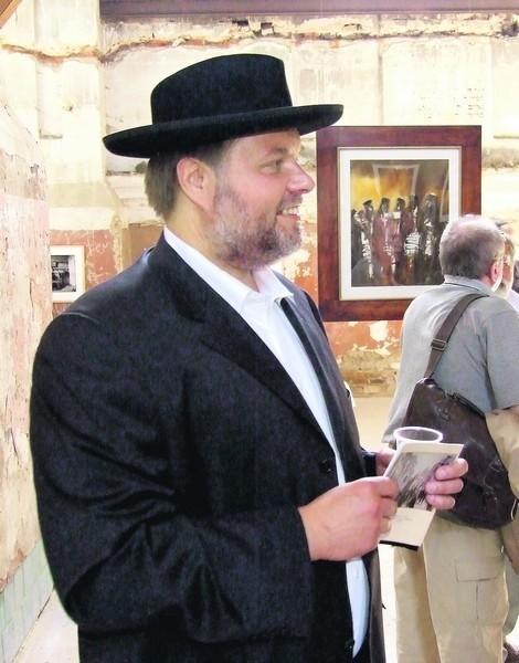 W czasie wystawy w synagodze w Drohobyczu.