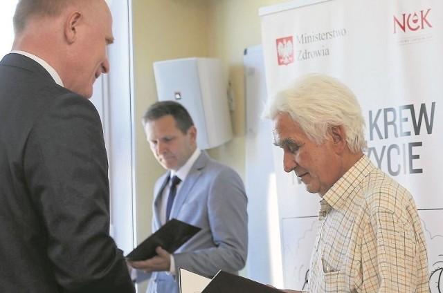 13 honorowych dawców krwi z województwa podlaskiego otrzymało odznaczenia państwowe Honorowy Dawca Krwi Zasłużony dla Zdrowia Narodu.