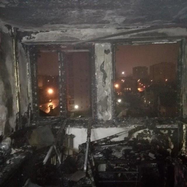 Ogień doszczętnie zniszczył wnętrze mieszkania na szóstym piętrze bloku socjalnego przy ulicy Młodej 4 w Kielcach.