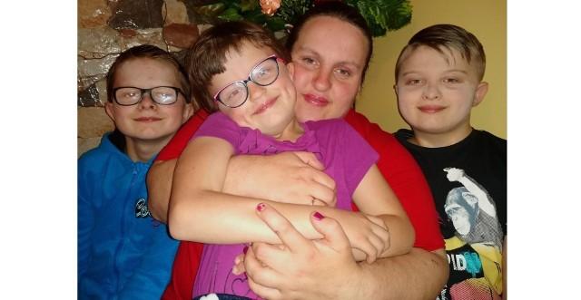 Urszula Kowalska z synami Piotrem i Pawłem oraz córką Magdą.