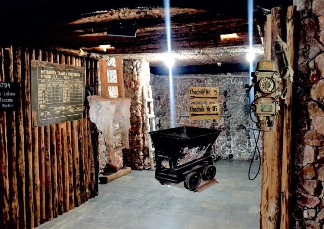 4 grudnia 2021 roku otwarta zostanie w podziemiach Teatru Miejskiego w Inowrocławiu nowa wystawa poświęcona działalności kopalni soli w mieście. Ekspozycja wzbogacona zostanie o oryginalne przedmioty i urządzenia, które znajdowały się w kopalni. Przekaże je Kujawskiemu Centrum Kultury Muzeum im. Jana Kasprowicza. Kopalnianą ekspozycję promować będzie nowe logo