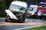 Wypadek na drodze 871 w granicach Stalowej Woli. Dwie osoby ranne w zderzeniu dwóch busów i auta osobowego