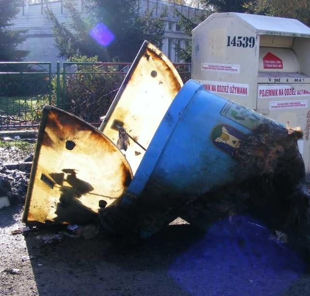 W Otmuchowie podpalone zostały m.in pojemniki na odpady wtórne.