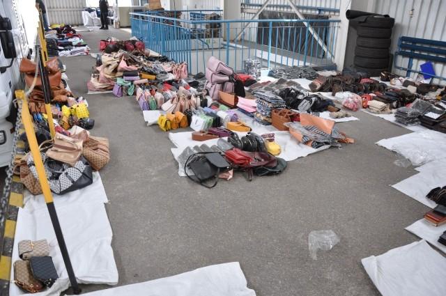 nielegalne podróbki na bazarach