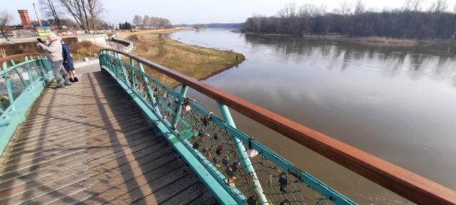 Sprawdzamy, czy jest zagrożenie powodzią dla województwa lubuskiego. Jak sytuacja wygląda na Odrze w Nowej Soli?