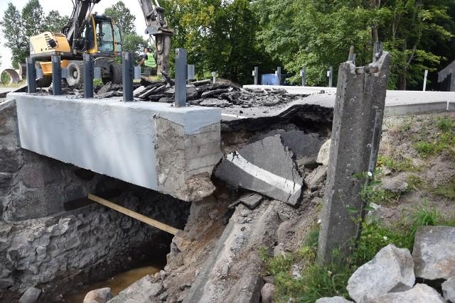 Ciężarówki niszczą drogi, chodniki, lampy. Zagrożony zbiornik gazu