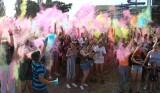 Kolor Fest 2020 w Zielonej Górze! Tłumy obsypywały się kolorowym proszkiem w rytm muzyki. Szukajcie siebie na zdjęciach!