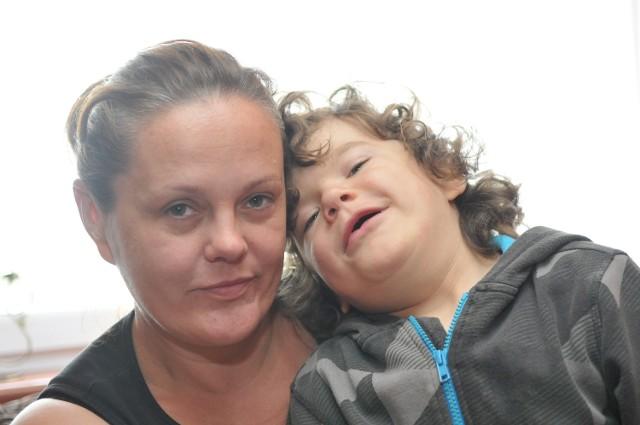 Małgorzata Trochimiak i jej syn Dominik regularnie dojeżdżają na badania i leczenie do lekarzy, w tym do Warszawy. Samochód jest im niezbędny.