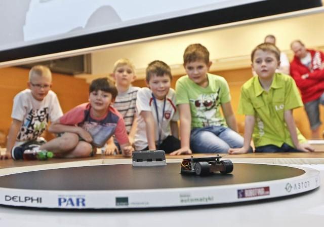 Ogólnopolskie Zawody Robotów Robo~motion- Na zawody przyjechało pięćdziesięciu konstruktorów robotów z całej Polski. Impreza cieszyła się bardzo dużym zainteresowaniem odwiedzających - mówi Grzegorz Piecuch, koordyantor zawodów i student Politechniki Rzeszowskiej na kierunku robotyka i automatyka.