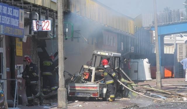 Strażacy na miejscu wybuchu w sklepie przy ul. Kleeberga
