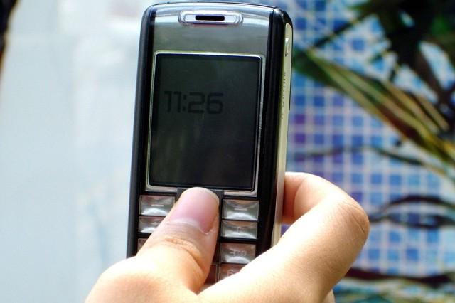 Coraz więcej osób korzysta z usługi sms i e-mail.