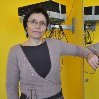 KRYSTYNA SZESZUŁA, jest pedagogiem z wykształcenia, kierowniczką SDK Nowita została we wrześniu. Wcześniej pracowała w domu harcerza. Ma dwie córki studentki: Kasię i Ilonę. Hobby: książki i psychologia.