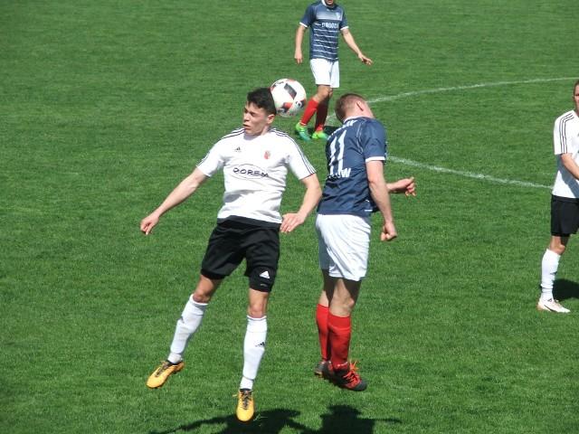 Mecz Piasta Tuczempy (białe koszulki) z Wisłokiem Strzyżów zakończył się podziałem punktów
