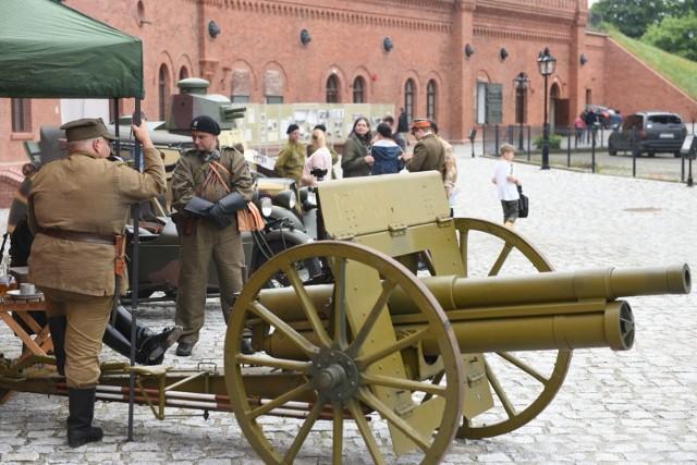 Muzeum Twierdzy Toruń zostało oficjalnie otwarte. Jego załoga zaprasza w sobotę i niedzielę na rodzinny festyn: piknik historyczno-wojskowy oraz darmowe zwiedzanie
