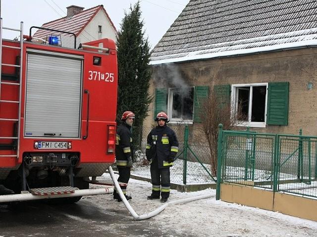 W pożarze domku jednorodzinnego w Międzyrzeczu zginęła mieszkająca w nim samotnie kobieta.