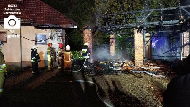 Podczas pożaru w Czernichowie spalił się budynek gospodarczy i ucierpiał budynek mieszkalny