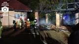 Czernichów. Spalił się budynek gospodarczy, a ogień przeniósł się na dom