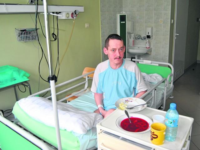 Eugeniusz Wałach z Trzebini trafił do szpitala z atakiem padaczki. Lekarze nie podali mu leków przeciwudarowych, tylko kazali przynieść żonie. Dopiero po ostrej interwencji znalazły się lekarstwa.