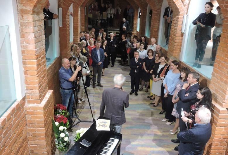 Jatki wraz z galerią otwarto we wrześniu 2018 roku, na pierwszej wystawie swoje prace wystawił Jan Kanty Pawluśkiewicz